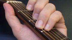 Как научиться играть акорды на гитаре