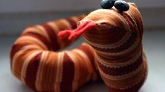 Как сшить змею