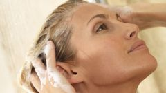 How to wean your hair from daily washing
