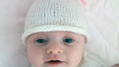Как связать шапочку для новорожденного спицами