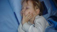 Почему ребенок скрипит во сне зубами