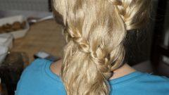 Как вплести в волосы косичку