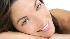 Как очищать кожу вокруг глаз