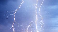 Почему бьет молния