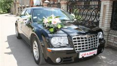 Как правильно и модно украсить автомобиль на свадьбу