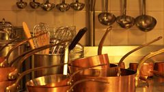 How to clean stainless steel saucepan