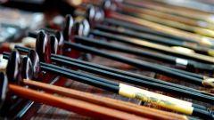 Как держать китайские палочки