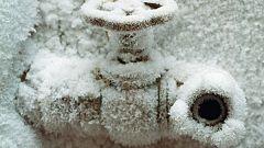 Как отогреть замерзшие трубы