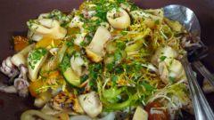 Как готовить салат грибной с кальмарами
