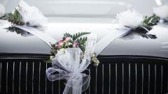 Как сделать самим свадебное украшение на машину
