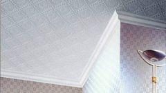 Как резать углы потолочного плинтуса