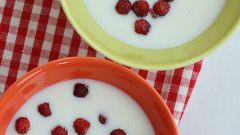 Как готовить молочный суп с земляникой