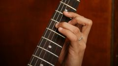 How to choose strings for acoustic guitar