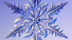 Как вырезать снежинки на новый год