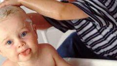 Как мыть ребенку голову