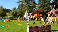 Как украсить детскую площадку