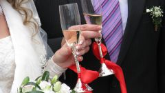 How to decorate glasses for the wedding