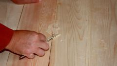 Как заделать щели в полах