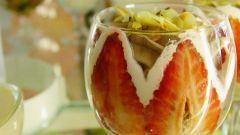 Как готовить летний салат с клубникой