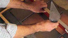 Как укладывать плитку на деревянный пол