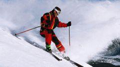 Как держать лыжные палки