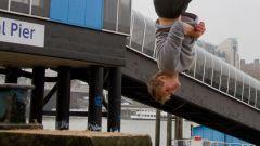 Как спрыгнуть с десятиметровой лестницы