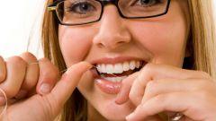 Как чистить зубы нитью