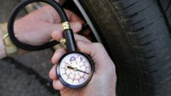 Как проверять давление в шинах