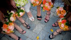 Как одеться на свадьбу к подруге