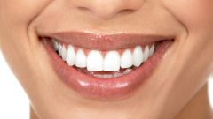 Как убрать желтизну на зубах