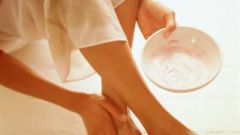 How to treat cracked heels