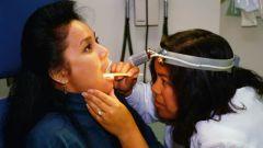 Как лечить пробки в горле