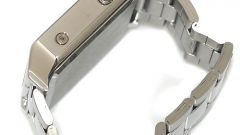 How to remove the link on the bracelet of the watch