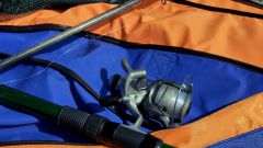 How to tie a knot on the fishing line