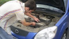Как заменить аккумулятор в машине