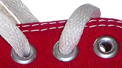 How to insert eyelets