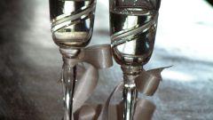 Как украсить свадебные фужеры