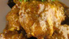 Как приготовить тушеную курицу