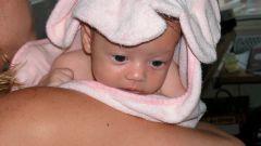 Как держать столбиком новорожденного