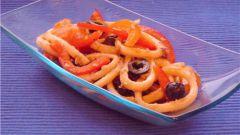 Как готовить салат с кальмарами и маслинами