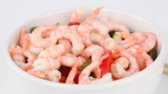 Как приготовить салат из морского коктейля