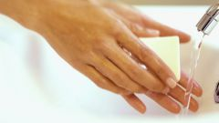 How to wash foam from hands