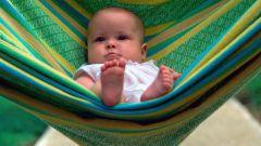 Как отучить ребенка от качания