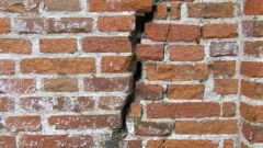 How to fix a crack on the house