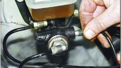Как поменять главный тормозной цилиндр
