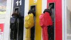 Как заправиться на бензоколонке