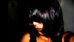 Как окрасить волосы в черный цвет