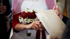 Как поменять фамилию после свадьбы
