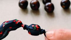 Как завязать узел на бусах