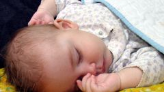 How to wean a baby to sleep on his hands